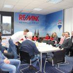 Remax Besprechung