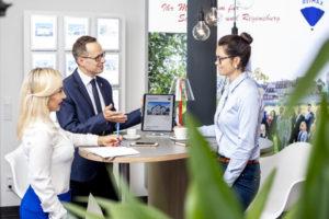 Immobilienmakler Schwandorf im REMAX Büro